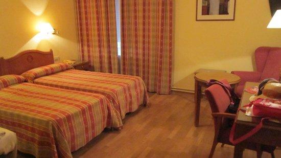 Hotel Abat Cisneros: номер