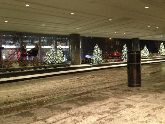 New York Hilton Midtown : Entrance(Smoking Area)