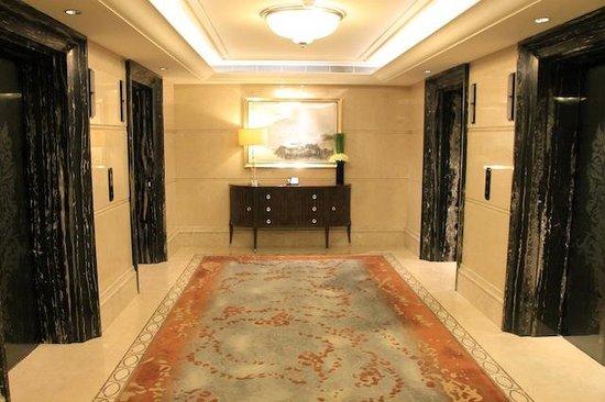 Waldorf Astoria Shanghai on the Bund: Passage to room
