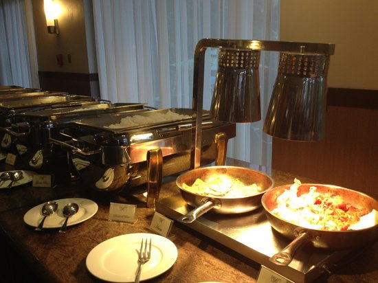 Hotel Kimberly: Buffet breakfast. Not great, but'll fill you up :)