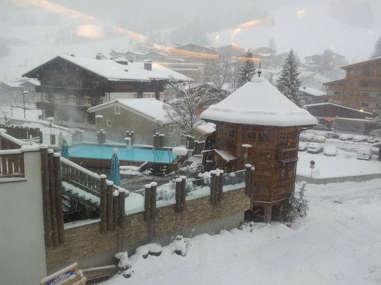 Alpine Palace: The outdoor pool and Sauna