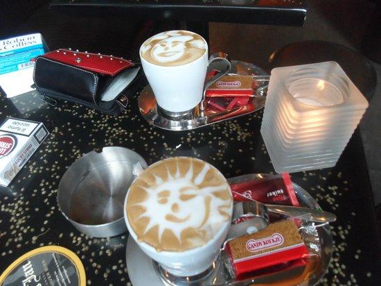 Barney's Coffeeshop: Les supers capucino de coffee Barney's Farm