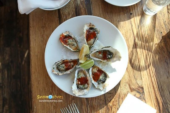 Nick's Cove Cottages: The grilled oysters