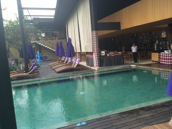 Taum Resort Bali: Restaurant by the pool