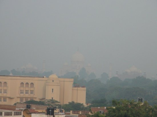 Hotel Mumtaz Mahal: View of the Taj from the rooftop