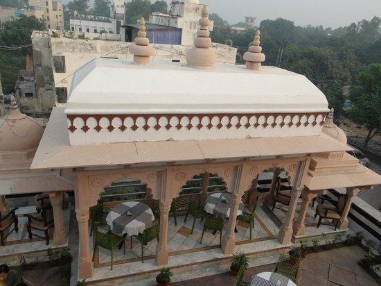 Hotel Mumtaz Mahal: Rooftop canopy