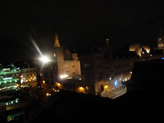 Dam Hotel: Ночной вид из форточки