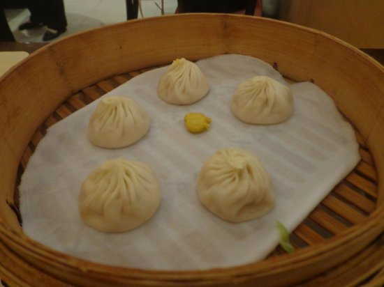 Din Tai Fung (Shanghai New World): delicious  chicken dumplings