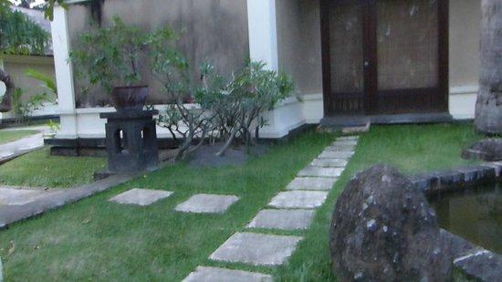 Puri Bagus Lovina: kamer met terras