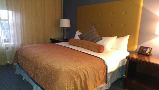 Queen's Landing: The bed - Premium Room
