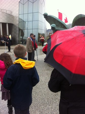 Centre Juno Beach : A veteran is helped, during ceremonies