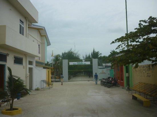 Summer Villa Guest House : Вид на тюрьму (рядом со входом в отель)