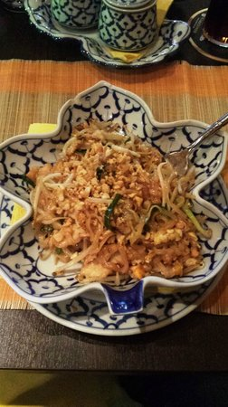 Suksan: Pad Thai Gai - (Typical Thai rice noodle stirfry dish with chicken)
