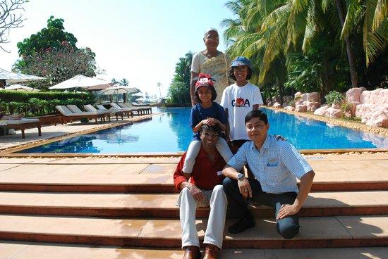 Kenilworth Resort & Spa: Poolside with Deepjyoti