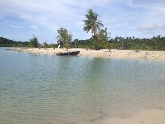 Aquana Beach Resort : Outrigger Canoe