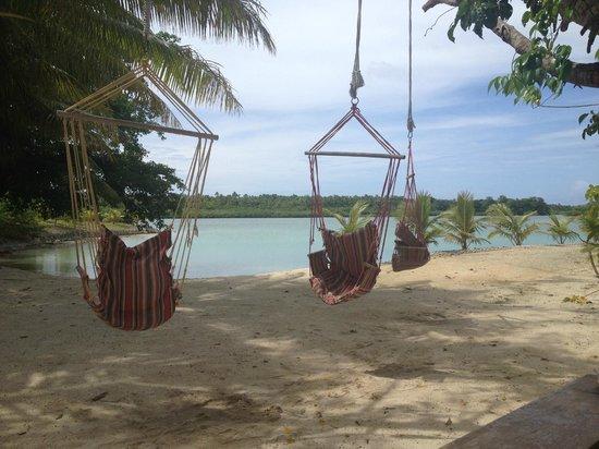 Aquana Beach Resort : Relaxing Hammock Chairs