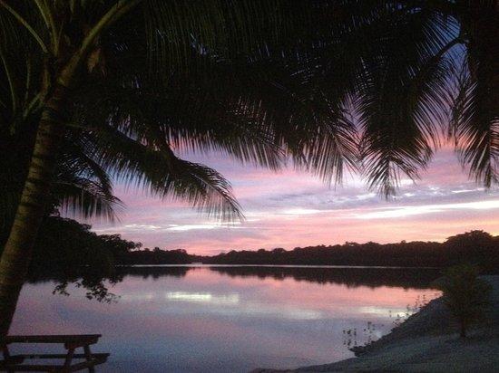 Aquana Beach Resort: Sunset