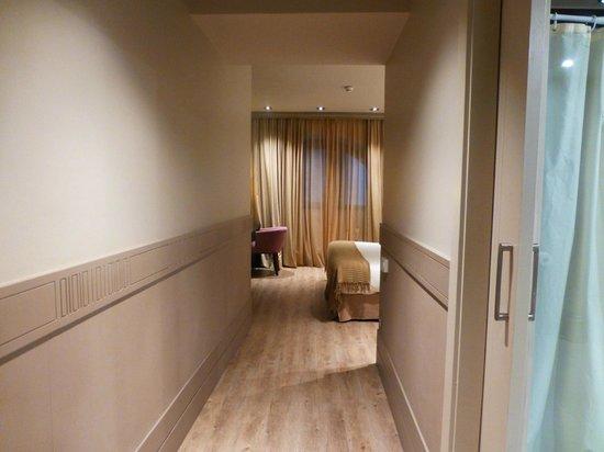 Hotel Duquesa de Cardona: Our Spacious Room