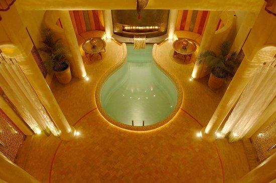 Maison MK : courtyard & pool