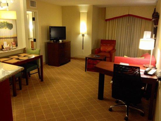 Residence Inn Orlando Airport: Living room in one bedroom