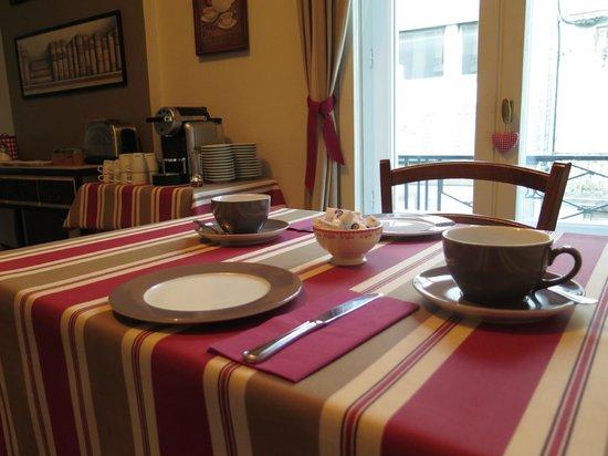 Hotel Le Bretagne : salle de petit déjeuner