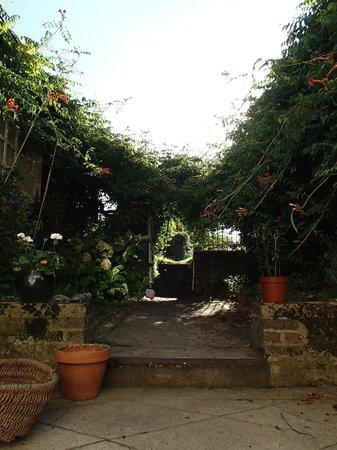 Saint-Pierre-du-Lorouer, France : The secret garden :)