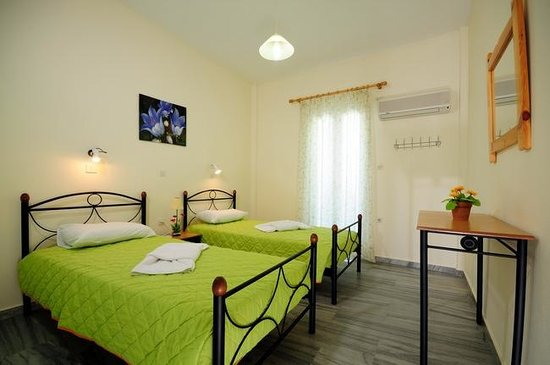 Marioly Studios: TRIPLE APARTMENT- THREE SINGLE BEDS