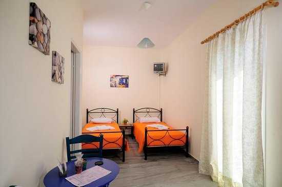 Marioly Studios : SINGLE BEDS