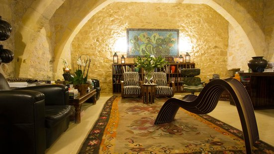 Thirtyseven Gozo: Reading Area