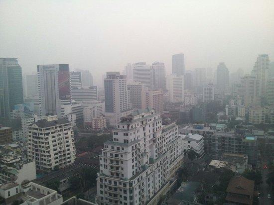 Conrad Bangkok Hotel : 21階からのバンコク市内の眺め