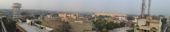 Hotel Mumtaz Mahal: Panoramic view from the rooftop of Agra