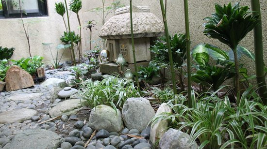 Errantry Lodge & Studio: closer look at the small Japanese Garden