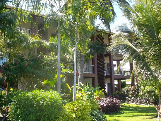 Heritage Park Hotel Honiara: Well maintained gardens.