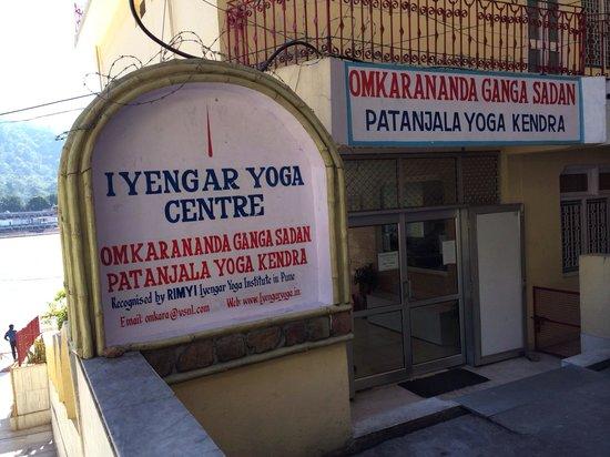 Omkarananda Ganga Sadan: MAIN ENTRANCE