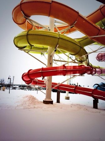 KeyLime Cove Indoor Waterpark Resort : Water slides go outside & you can feel the crisp air in winter