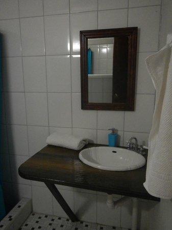 Hibiscus Valley Inn : Our bathroom