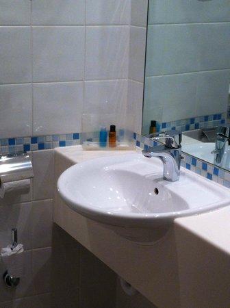 Holiday Inn Swindon: sink