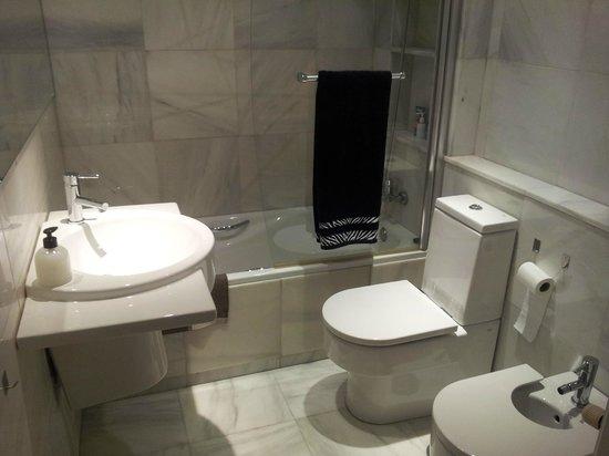 SYTB&B Luxury Bed & Breakfast: Baño de la habitación (suite)