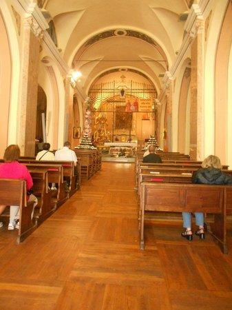 Vinadio, Italy: interno del santuario