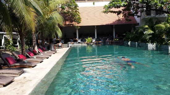 The Plantation: The pool with the breakfast restaurant in the back