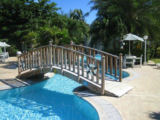 Sugar Bay Club: Pool bridge
