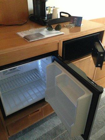 Novotel Toronto Vaughan Centre: frigobar