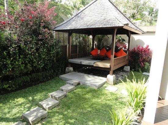 The Samaya Bali Ubud: Sitting Area by the Pool in the Villa