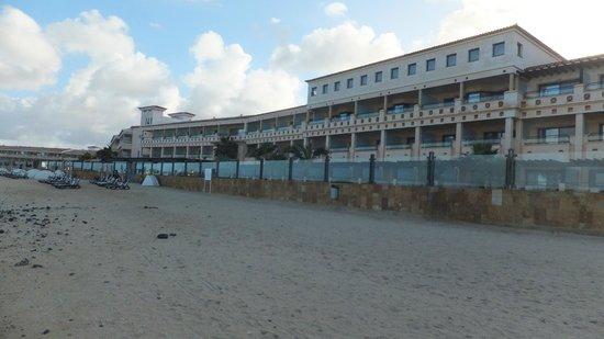Gran Hotel Atlantis Bahia Real: Front of hotel