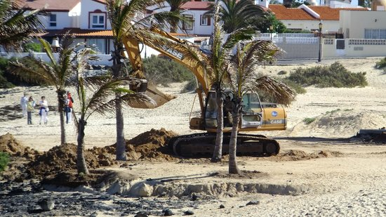 Gran Hotel Atlantis Bahia Real : Little work being done on south end of beach