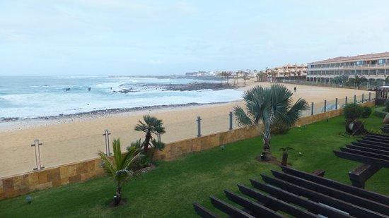 Gran Hotel Atlantis Bahia Real : Beach at front of hotel