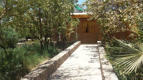 Hostal Corvatsch: arrivée aux bungalows juxtaposés en rez de jardin