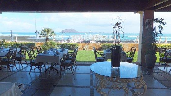 Gran Hotel Atlantis Bahia Real : Beach bar view