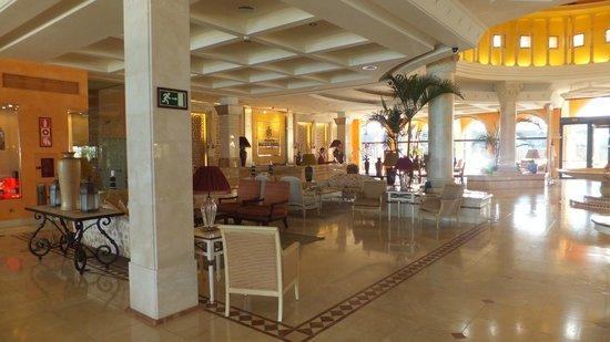Gran Hotel Atlantis Bahia Real : Reception area