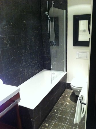Hotel Pulitzer : bathroom with bath and shower